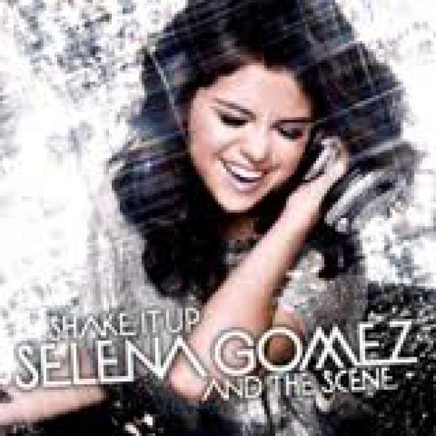 Selena gomez shaking that sexy ass 4