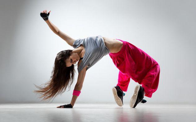 http://www.wallpaperswala.com/wp-content/uploads/2013/03/girl-hip-hop-dancer-model.jpg