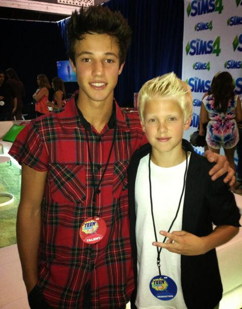Congrats to my bro Cameron Dallas on his Teen Choice Award!!!