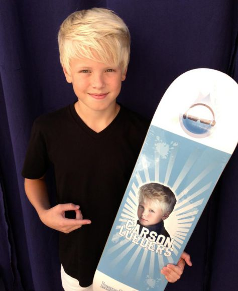 At InsideTheDrop Music's Next GameChanger Concert today!One lucky fan wins this skateboard deck!!!!For my fans that can't come watch me in person, you can now Watch me Live on Pay Per View this Saturday September 28 @ 1-1:30pm pst. (Pacific coast time) So Easy! Just get a FREE Pheed.com acct then subscribe to pheed.com/insidethedrop channel. Its only $4.99 & you can pay using your itunes or google play store