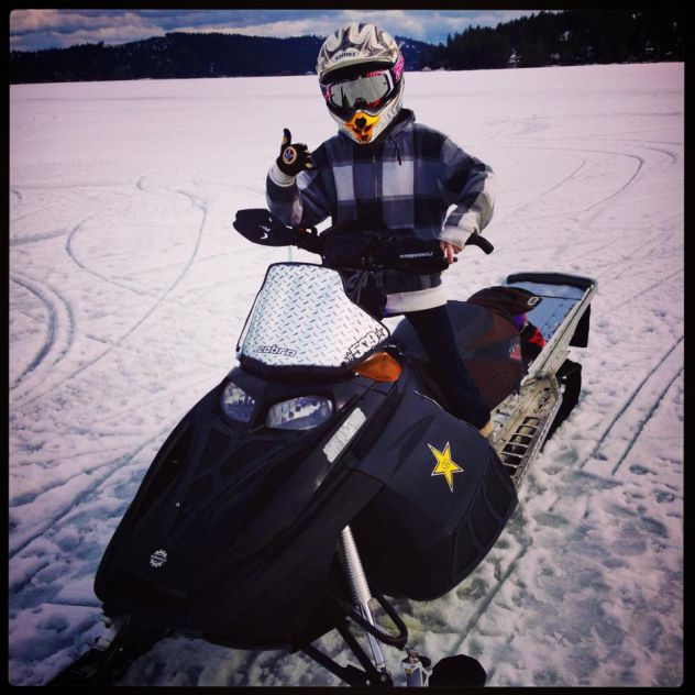 Had a quick snowmobile ride today on the lake.!!