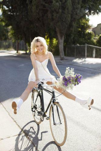 Punčka na biciklu