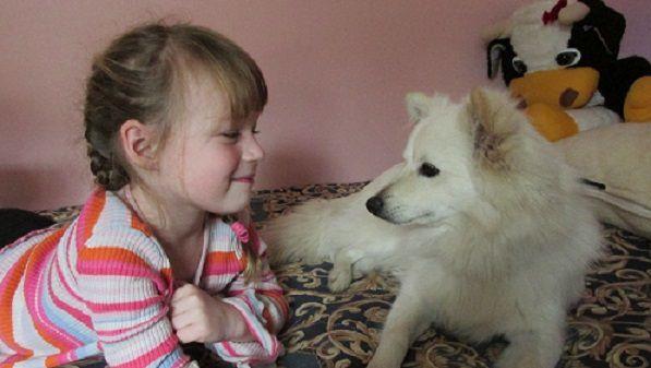 punčka in psiček.jpg.