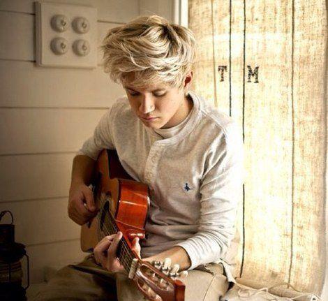 His blonde hair *-*