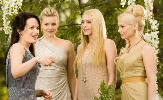 Esme Cullen,Irina,Kate,Tanya