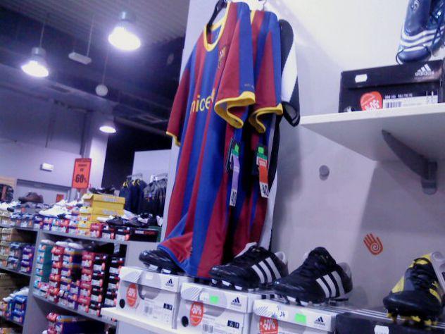 fc barcelona nogometni drees. slikano u out letu u lj. < 3 piksa by me.