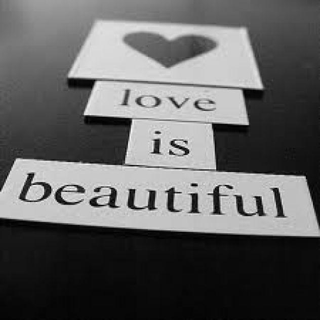 LOVE IS BEAUTIFUL! Kdo se strinja? :)