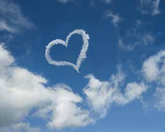 srcek in oblaki